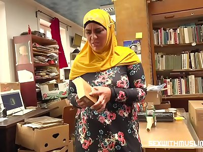 Bookstore possessor fucks a glad muslim milf